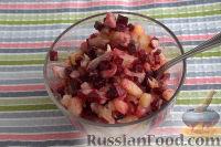 Фото приготовления рецепта: Винегрет с солеными груздями - шаг №7