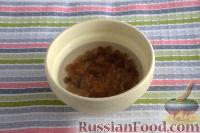 Фото приготовления рецепта: Салат из сельдерея, с яблоками и изюмом - шаг №2