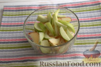 Фото приготовления рецепта: Салат из сельдерея, с яблоками и изюмом - шаг №5