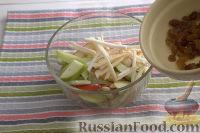 Фото приготовления рецепта: Салат из сельдерея, с яблоками и изюмом - шаг №7