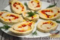Фото к рецепту: Куриный рулет с сыром и перцем (в духовке)