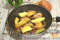 Фото приготовления рецепта: Немецкий картофельный салат с беконом - шаг №9