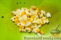 Фото приготовления рецепта: Весенний салат с черемшой - шаг №3