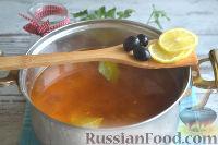 Фото приготовления рецепта: Солянка с колбасой - шаг №10