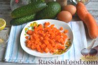 Фото приготовления рецепта: Оливье с креветками, огурцами и авокадо - шаг №2