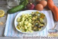 Фото приготовления рецепта: Оливье с креветками, огурцами и авокадо - шаг №5