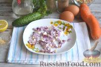 Фото приготовления рецепта: Оливье с креветками, огурцами и авокадо - шаг №6
