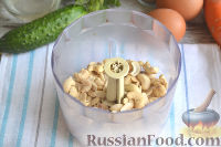 Фото приготовления рецепта: Оливье с креветками, огурцами и авокадо - шаг №7