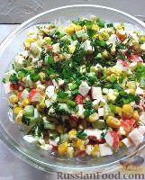 Фото к рецепту: Крабовый салат с кукурузой, огурцами и яйцом