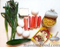 Фото приготовления рецепта: Крабовый салат с кукурузой, огурцами и яйцом - шаг №1
