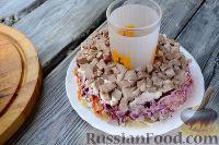 """Фото приготовления рецепта: Салат """"Гранатовый браслет"""" с языком - шаг №7"""