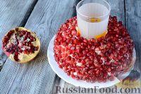 """Фото приготовления рецепта: Салат """"Гранатовый браслет"""" с языком - шаг №9"""