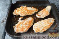 Фото приготовления рецепта: Куриная грудка под сырным соусом - шаг №3