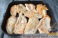 Фото приготовления рецепта: Куриная грудка под сырным соусом - шаг №6