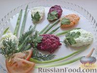 """Фото к рецепту: Овощной салат-микс """"Тюльпаны к 8 Марта"""""""
