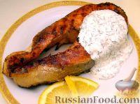 Фото к рецепту: Стейк из форели под сметанным соусом
