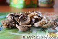 Фото приготовления рецепта: Салат с куриным филе и сельдереем - шаг №6