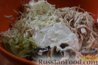 Фото приготовления рецепта: Салат с куриным филе и сельдереем - шаг №9