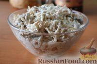 Фото приготовления рецепта: Салат с куриным филе и сельдереем - шаг №10