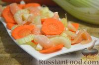 Фото к рецепту: Салат из сельдерея, моркови и лосося