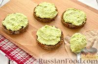 Фото приготовления рецепта: Тартинки с муссом из авокадо и печени трески - шаг №7