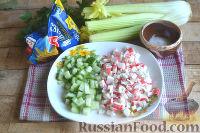 Фото приготовления рецепта: Крабовый салат с креветками и сельдереем - шаг №2