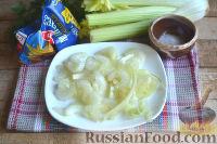 Фото приготовления рецепта: Крабовый салат с креветками и сельдереем - шаг №3