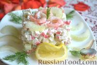 Фото приготовления рецепта: Крабовый салат с креветками и сельдереем - шаг №4