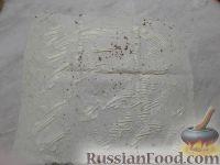 Фото приготовления рецепта: Рулет из лаваша с печеночным паштетом и соленым огурцом - шаг №3
