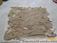 Фото приготовления рецепта: Рулет из лаваша с печеночным паштетом и соленым огурцом - шаг №4