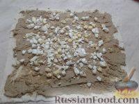 Фото приготовления рецепта: Рулет из лаваша с печеночным паштетом и соленым огурцом - шаг №5