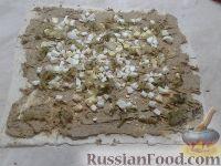 Фото приготовления рецепта: Рулет из лаваша с печеночным паштетом и соленым огурцом - шаг №6