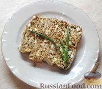 Фото к рецепту: Рулет из лаваша с печеночным паштетом и соленым огурцом