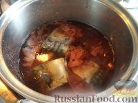 Фото приготовления рецепта: Скумбрия в луковой шелухе (за 3 минуты) - шаг №5