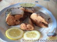 Фото приготовления рецепта: Скумбрия в луковой шелухе (за 3 минуты) - шаг №8