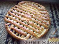 """Фото к рецепту: Сдобный пирог """"Мамин"""" с джемом"""