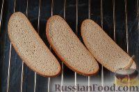 Фото приготовления рецепта: Горбуша, запеченная на хлебе - шаг №3