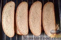 Фото приготовления рецепта: Горбуша, запеченная на хлебе - шаг №4