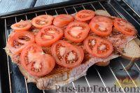 Фото приготовления рецепта: Горбуша, запеченная на хлебе - шаг №7