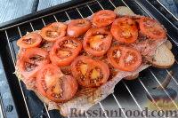 Фото приготовления рецепта: Горбуша, запеченная на хлебе - шаг №8