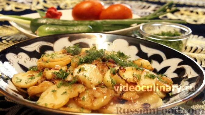 Фото приготовления рецепта: Слоёный салат с языком, шампиньонами, маринованными огурцами, морковью и сыром - шаг №19