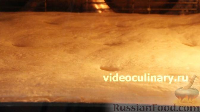 Фото приготовления рецепта: Закрытый пирог из песочного теста с капустной начинкой - шаг №8