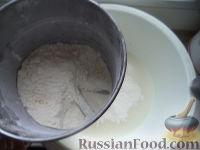 Фото приготовления рецепта: Оладьи на дрожжах - шаг №4