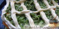 Фото приготовления рецепта: Весенний салат из овощей, зелени, яиц и сыра - шаг №4