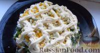 Фото приготовления рецепта: Весенний салат из овощей, зелени, яиц и сыра - шаг №7