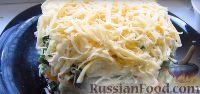 Фото приготовления рецепта: Весенний салат из овощей, зелени, яиц и сыра - шаг №8