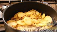 """Фото приготовления рецепта: Картофель, тушенный с луком, по-узбекски (картошка """"бийрон"""") - шаг №6"""