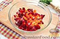 Фото приготовления рецепта: Винегрет с сельдью и яблоками - шаг №4