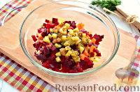 Фото приготовления рецепта: Винегрет с сельдью и яблоками - шаг №5