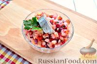 Фото приготовления рецепта: Винегрет с сельдью и яблоками - шаг №10